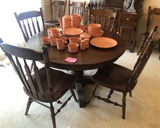Pine dining table with 8 chairs and 2 leaves