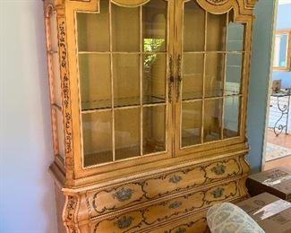 Beautiful Henredon cabinet