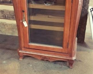 Maverick Wooden Cigar Humidor. In NEW condition. Has Manual and all accessories.