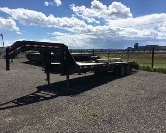 2011 Lamar 30' double axle dovetail flat bed gooseneck trailer. 12,000lb per axle. Clean title. Good tires.