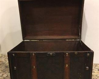 Alternate view of decorative box
