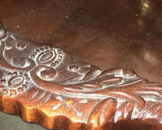 Close-up of top detail on Pie Crust table