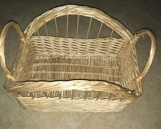 Wicker basket (varying sizes)