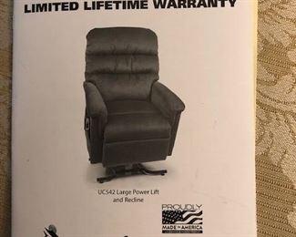 A Ultra Comfort America Lift Chair. Like new