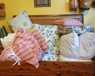 Longaberger bedding in full, quality pillows
