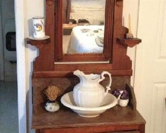 Victorian Eastland Mable Top Wash Stand With Mirror