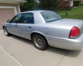 2001  Ford Crown Victoria 155,063 miles 2nd owner.