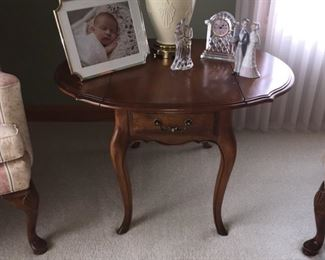 Ethan Allen drop leaf end table. Country French Collection $75