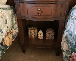 Twin bedroom set w/ bed stand, dresser, and dresser w/ mirror