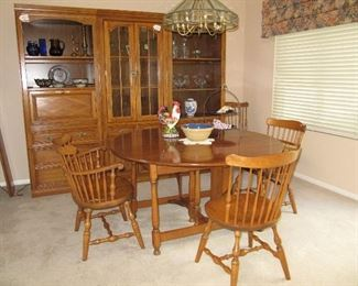 Drop leaf maple dining table with four chairs and 2 leaves