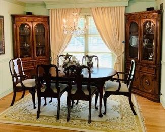 Henkel Harris Dining Room Table & Chairs