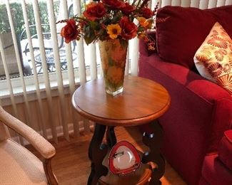 Side table Burled wood with vase