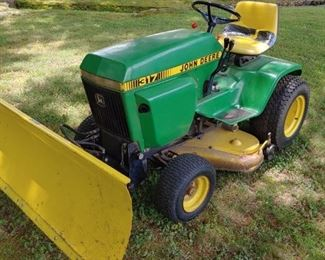 John Deere 317 Lawn Tractor with Scrape Blade(Runs Well)