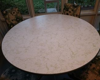 Excellent condition table top! Look at that green squiggle throughout!