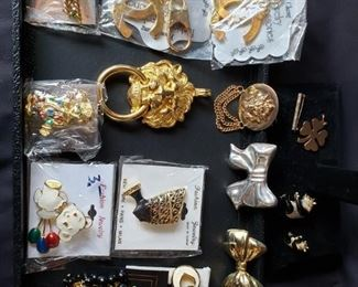 Fashionable keychains brooches and earrings https://ctbids.com/#!/description/share/171900