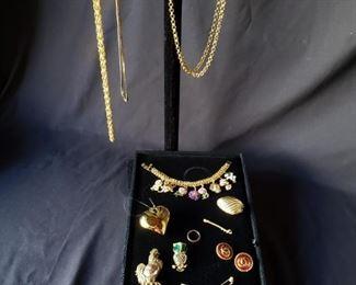 Goldtone fashion accessories https://ctbids.com/#!/description/share/171910