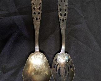 Set of two Italian serving pieces https://ctbids.com/#!/description/share/171953