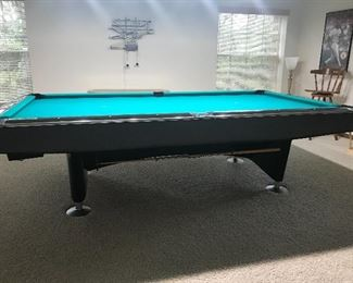 AVAILABLE FOR PRESALE - Brunswick auto return pool table - Excellent condition - Model Classic III.  Excellent condition.  Felt has no tears.
