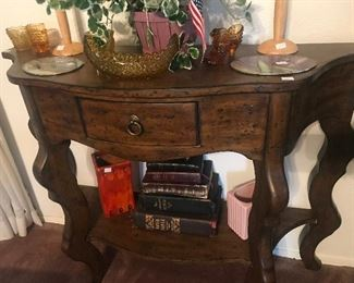 Entry Console, Amber Vintage Decoratives Pieces