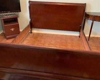 Queen size cherry wood sleigh bed