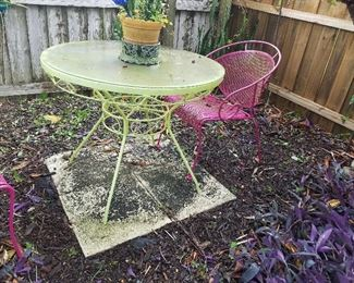 Woodard Mesh Table & 2 Chairs...It's Cleaner now!