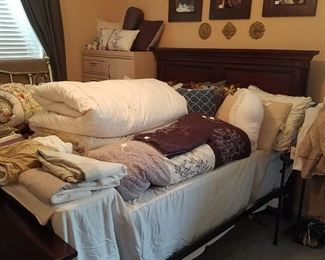 Lots of Queen Comforters, Feather Duvets & Covers