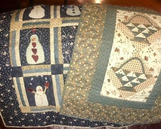 Quilt table toppers