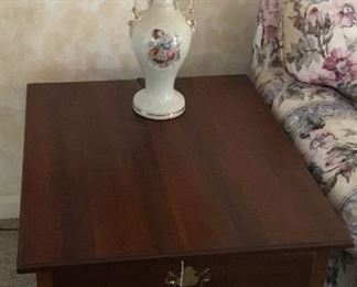 Beautifully Queen Anne End Table