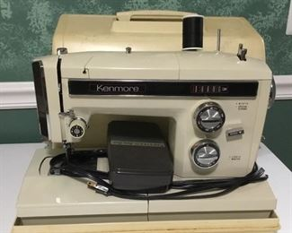Vtg Kenmore Sewing Machine in original Carrying Case.