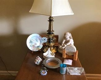 Loads of brass lamps, 2 Ethan Allen pine 1 drawer side tables