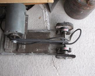 Bench grinder with heavy steel plate
