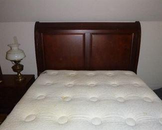 Queen size Simmons Beauty Rest pillow top mattress & box springs & Sleigh bed