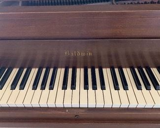 Antique Baldwin 🎹 piano very nice antique but needs cleaning and new home. Make an offer.