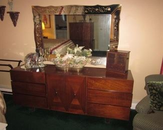 American Of Martinsville Mid-Century Modern Bedroom Suite  Mirrors and more vanity sets
