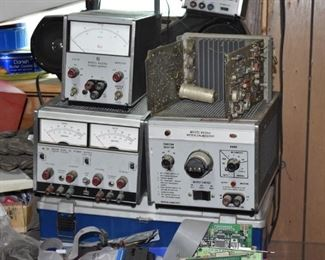 Large Group Vintage Electronic items!!