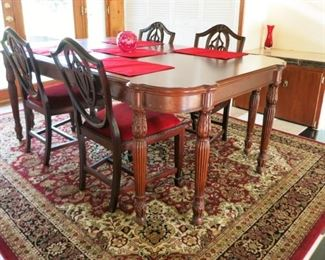 Beautiful dining room table pictures w/ 4 chairs (has 6 total chairs)