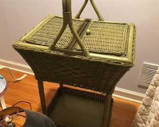picnic basket for people who hate to sit