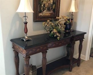 beautiful side tables, lamps, decor, pictures