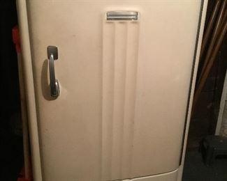 Working vintage General Electric Super Freezer $375