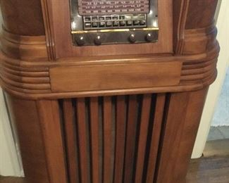 Free standing vintage working tube radio $500