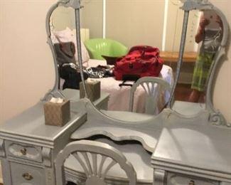 Beautiful 3 piece vanity set