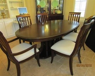 GORGEOUS D.R. SET, TABLE, 2 LEAVES FOR EXPANSION , 6 CHAIRS AND ALL THE PADS FOR IT..