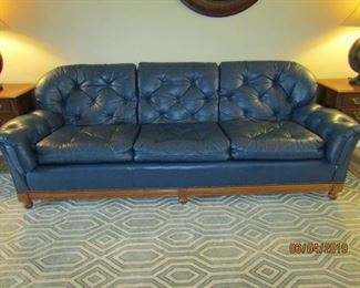 GREAT LOOKING LEATHER SOFA.. PERFECT FOR ANY ROOM