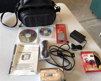 DC220 DVD Cannon Camcorder with Accessories