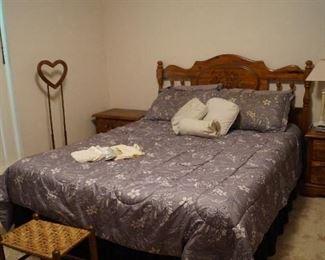 queen bed, night stands