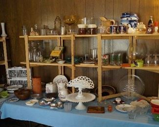 cake plates, décor, glassware