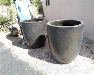 Large pots, very good condition