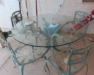 Cast Aluminum Patio Set, with 4 chairs, removable glass top