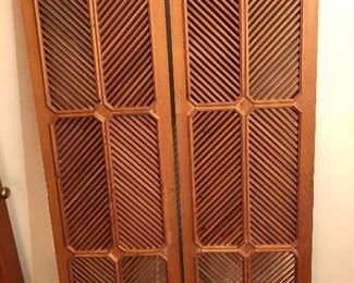 Antique harringbone screens