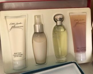Estee Lauder - Pleasures Gift Set -  Perfume, Lotion, Body Wash
